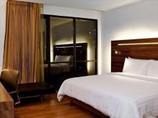 sacha's hotel uno premier